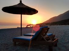 Free Brown Wooden Lounger On Seashore During Day Time Royalty Free Stock Images - 83078949