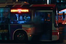 Free Silver City Bus On A City Street At Night Royalty Free Stock Photos - 83079158
