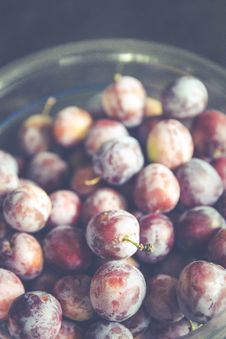 Free Grapes On Clear Glass Container Royalty Free Stock Photo - 83079175