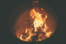 Free Fire Burning Inside Fire Pit During Nighttime Stock Photo - 83079690