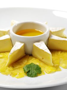 Free Soft Cheese With Honey Sauce Royalty Free Stock Photos - 8310128
