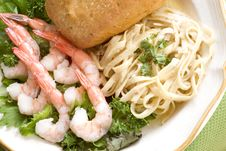 Free Shrimp And Fettuccini Alfredo Royalty Free Stock Photos - 8322488