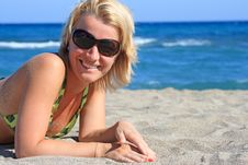 Free Beautiful Girl Lies On  Beach Royalty Free Stock Images - 8323299