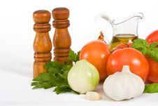 Free Basil, Tomato And Garlic Royalty Free Stock Photography - 8328837