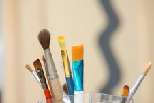 Free Brushes Of The Artist Royalty Free Stock Image - 8331406