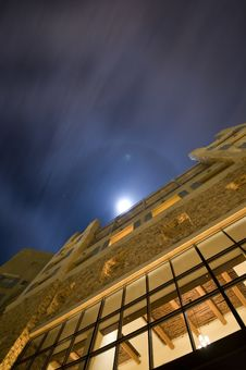 Free Building Under The Moonlight Royalty Free Stock Photos - 8332518