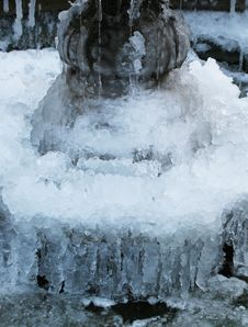 Free Frozen Fountain Royalty Free Stock Images - 8332889