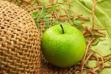 Free Apple And Straw Hat Stock Image - 8334911