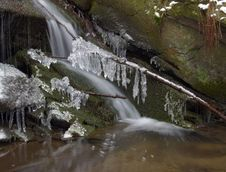 Free Frozen Creek And Icicles Royalty Free Stock Photos - 8346448