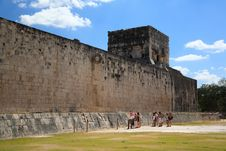Free The Stadium Near Chichen Itza Temple Royalty Free Stock Image - 8348946
