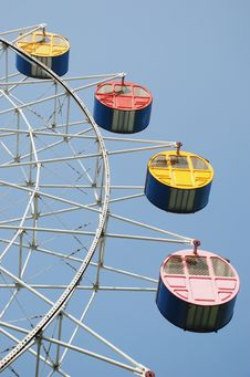 Free The Colorful Ferris Wheel Royalty Free Stock Photos - 8350998