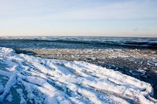 Free Cold Sea Royalty Free Stock Photos - 8353068