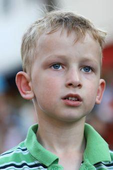 Free Little Boy Watching Stock Photography - 8357722