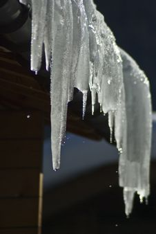 Free Chalet Icicles Royalty Free Stock Photo - 8363415