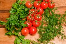 Free Vegetables On A Wooden Board Royalty Free Stock Image - 8364286