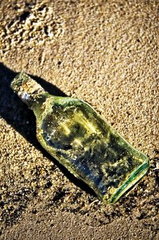 Free Bottle In Sand Stock Photography - 8367032