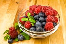 Free Raspberry And Blueberry Royalty Free Stock Photography - 8367637
