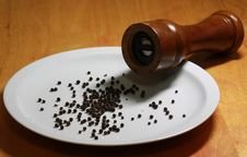 Free Black Peppercorns And Pepper Mill Stock Image - 8371021