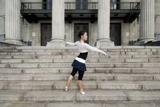Free Female Dancer In The Outdoor Royalty Free Stock Image - 8372066