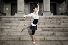 Free Female Dancer In The Outdoor Stock Photography - 8372102