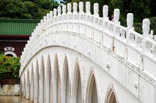 Free Singapore: Thirteen Span Bridge In Chinese Garden Royalty Free Stock Image - 8372406