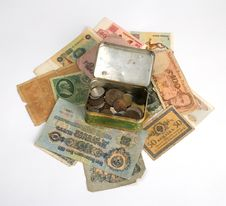 Free Old Currency And Metal Box With Old Coins Royalty Free Stock Images - 8377419