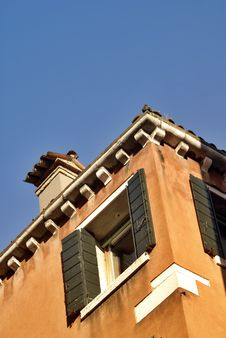 Free Venice Building Corner With Blue Sky Royalty Free Stock Images - 8385859