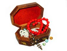 Free Wooden Box With Jewelry Stock Photography - 8391562