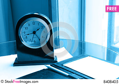 Free Clock And Pencil On Note Royalty Free Stock Photo - 8408405