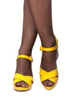 Free Feminine Legs Stock Photography - 8400072