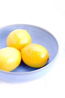 Free Bowl Of Fresh Lemons Royalty Free Stock Images - 8401499