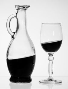 Free Red Wine. Royalty Free Stock Images - 8405939