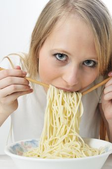 Blond Woman Use Chopsticks Eating Noodles Royalty Free Stock Photos