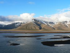 Free Arctic River Adventelva Royalty Free Stock Photos - 8410948