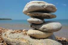Free Balanced Stones On Beach Royalty Free Stock Photography - 8414017