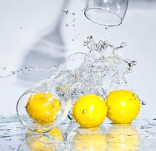 Free Lemon With Water Royalty Free Stock Photos - 8417338