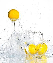 Free Lemon With Water Royalty Free Stock Images - 8417519
