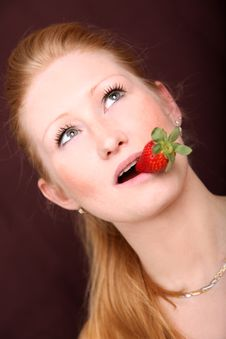 Free Blond Strawberry Royalty Free Stock Photography - 8417637