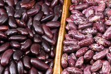 Kidney Beans In Wooden Dish Royalty Free Stock Photos