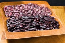 Free Kidney Beans In Wooden Dish Stock Photo - 8418780