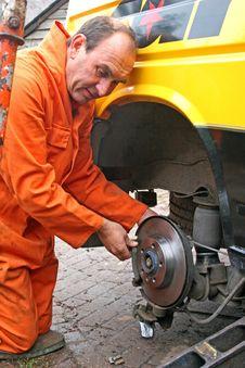 Free Engineer Changing Brake Disc Royalty Free Stock Photo - 8421195