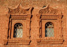 Free Two Windows On Brickwall Royalty Free Stock Images - 8421319