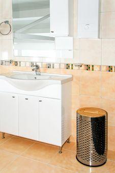 Free Contemporary Toilet Royalty Free Stock Photos - 8425798