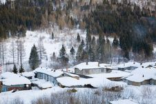 Free Houses Covered In Snow Royalty Free Stock Photo - 8427075