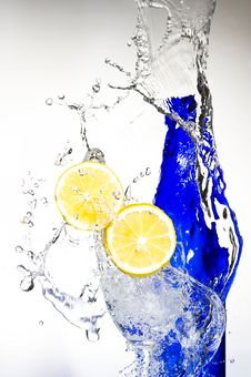 Free Lemon With Water Royalty Free Stock Photos - 8429958