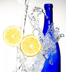 Free Lemon With Water Royalty Free Stock Photography - 8430027