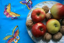 Free Apples And  Nuts Royalty Free Stock Images - 8430689
