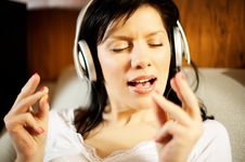 Free Woman Listening Music And Singing Royalty Free Stock Photos - 8431308