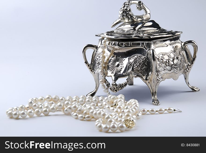 Silver jewelery box with pearls