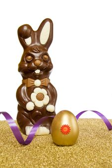 Easter Chocolate Bunny With Golden Egg Royalty Free Stock Photos